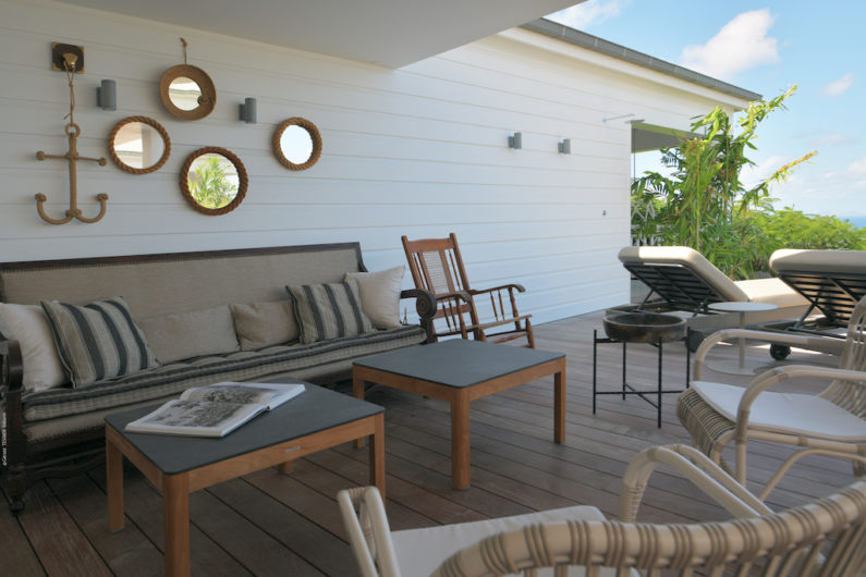 Outdoor chairs with sidetables