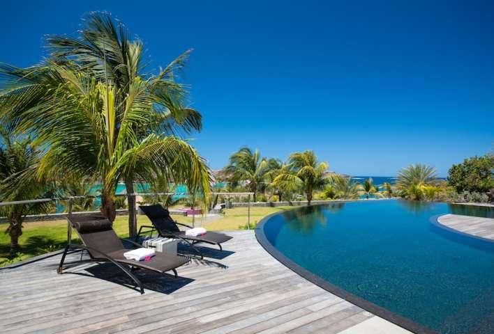 Villa Silver Rainbow - Modern Villa Rental St Barth with a Vast Garden - Pool