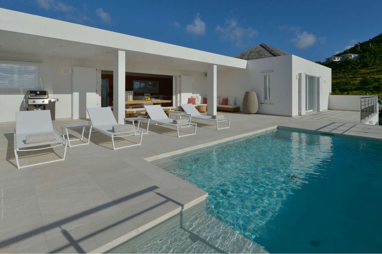 Villa South Wave - 2 Bedroom Villa For Rent with Full Air Conditioning - Outside View