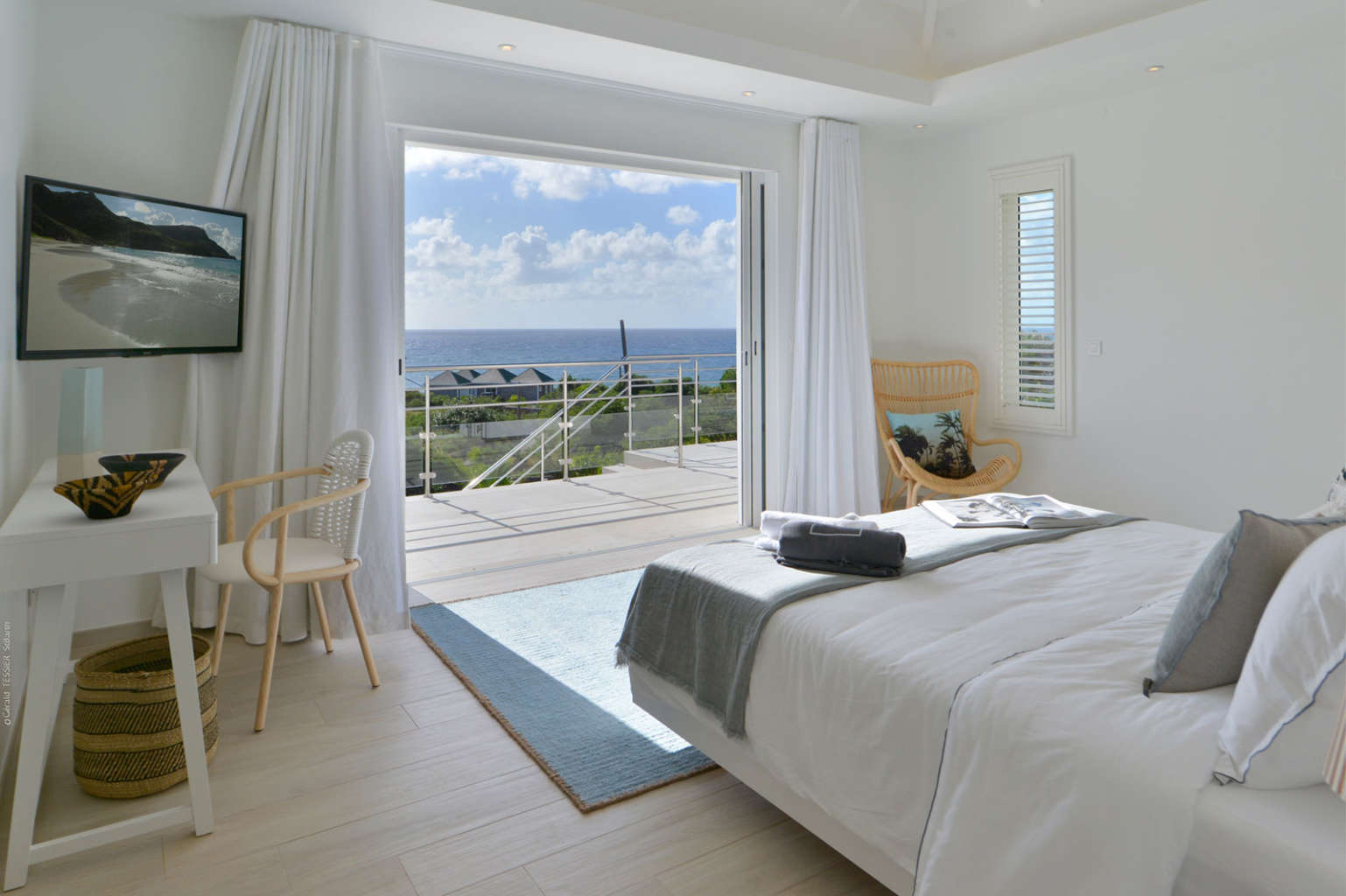 Villa South Wave - 2 Bedroom Villa For Rent with Full Air Conditioning - Bedroom with Sea View
