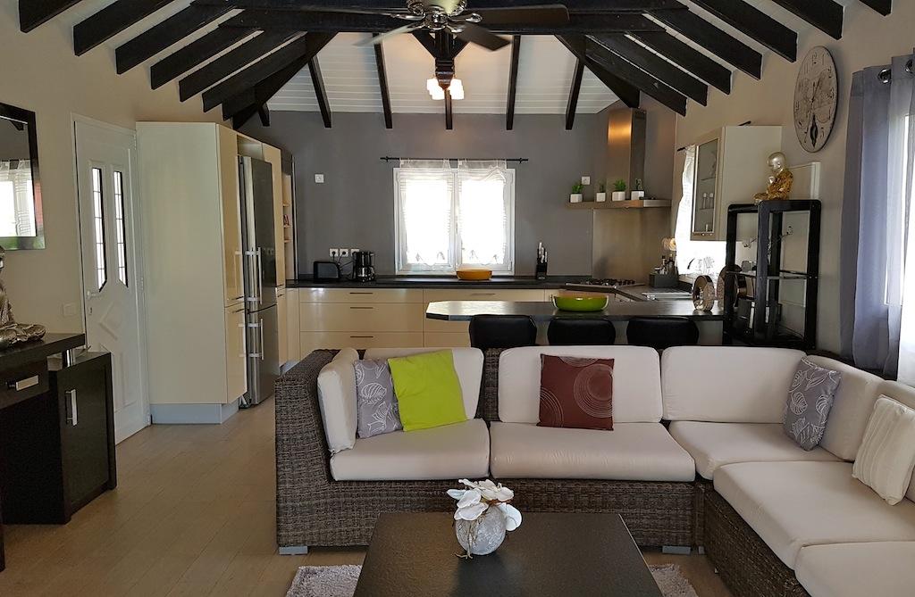 Villa Ecoute les Vagues - Beachfront Villa For Rent with Pool - Living room