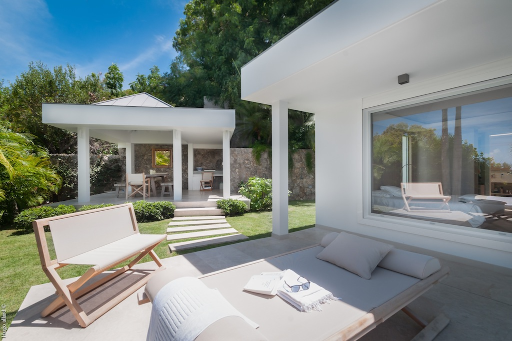 Villa Palm - Very Chic Designed Property Including Woodden Materials and White Color Touch - Exterior
